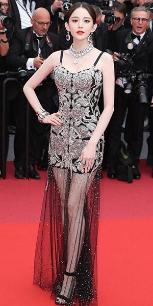 娜扎身著Alexander McQueen 亮相第72屆戛納電影節