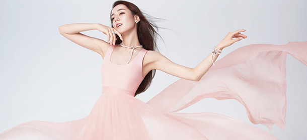百年珍珠珠宝品牌MIKIMOTO携手代言人迪丽热巴演绎全新广告大片