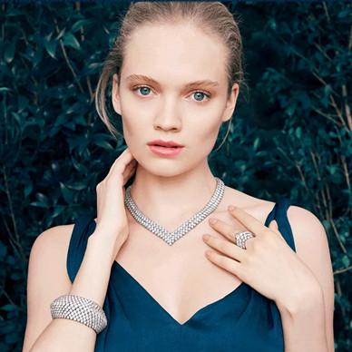 梵克雅宝夏日璀璨梦境 徜徉世家经典高级珠宝世界