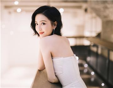佟丽娅演绎LANCEL 2020春夏系列