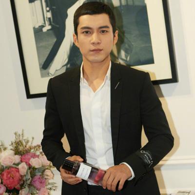 韩东君成为Dior香氛世家大使