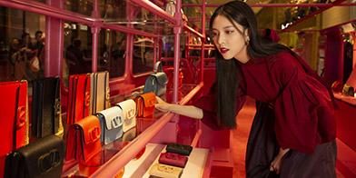 众星云集VALENTINO上海国金中心VSLING巴士限时概念店开幕式