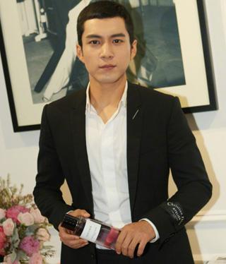 �n�|君成��Dior香氛世家大使